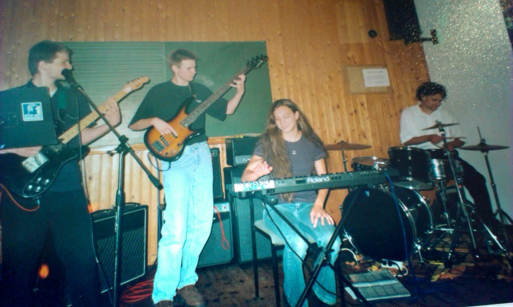 Jojo live in 1999 with Rouven, Hannah and Nils